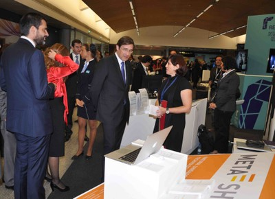 Portuguese PM at META-NET Stand